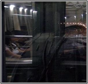 丸ノ内線の地下電車トンネルの画像