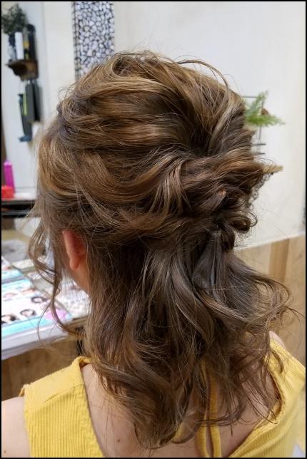ミディアムヘアーの女性の画像