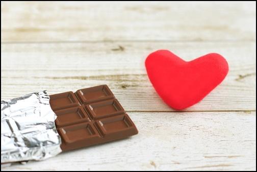 ハートとチョコレートの画像