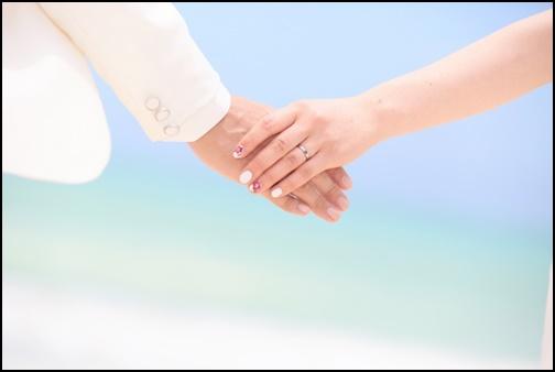 手繋ぎの画像