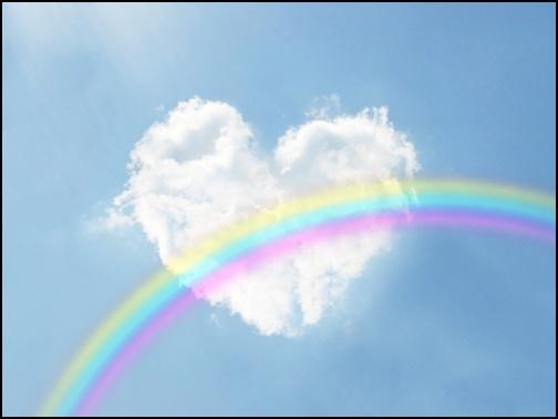 虹と雲のハートの画像