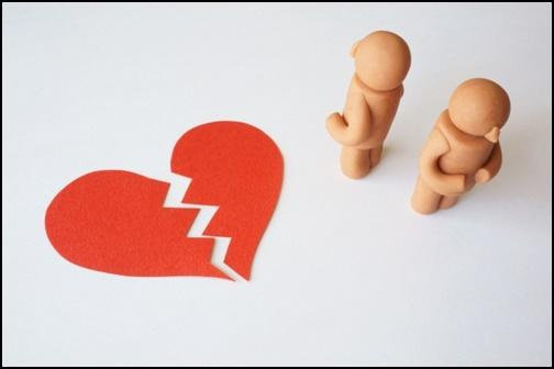 離婚 割れたハートの画像