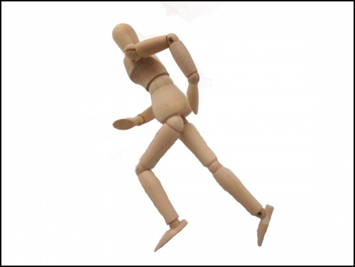 走る人形の画像