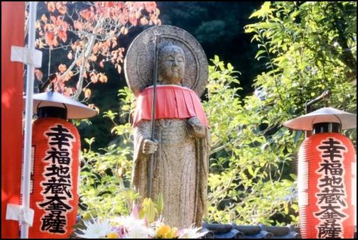 鈴虫寺のお地蔵様の画像